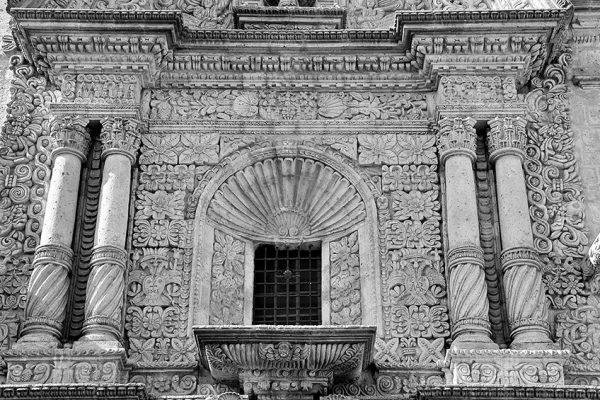 Detalle de arquitectura en la portada de la Iglesia de Yanahuara - Arequipa