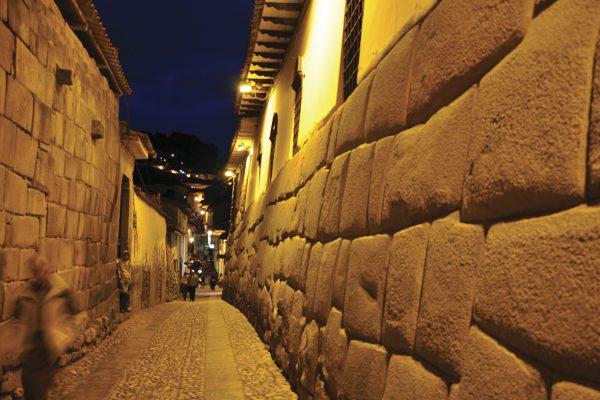 Calle Hatun Rumiyoq - Cusco